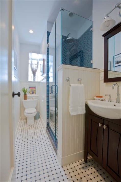 Decorating Ideas For Narrow Bathrooms by Best 25 Small Narrow Bathroom Ideas On Narrow
