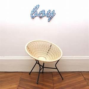 Fauteuil En Plastique : petit fauteuil en plastique blanc cass chahut bahut ~ Edinachiropracticcenter.com Idées de Décoration
