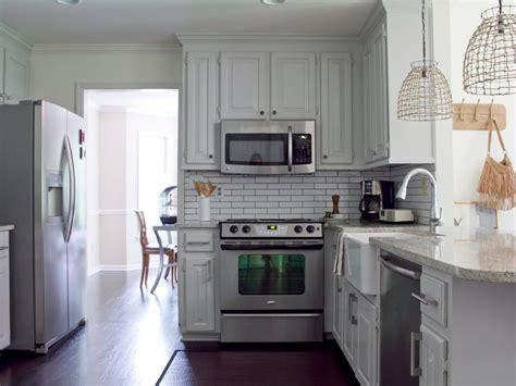 bungalow kitchen ideas 15 cottage kitchens diy