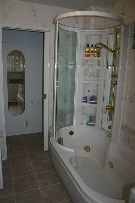 Jetted Bathtub Shower Combo by Best 25 Jetted Tub Ideas On Farmhouse Bathtub