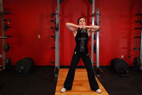 pull kettlebell sumo exercises bodybuilding exercise traps