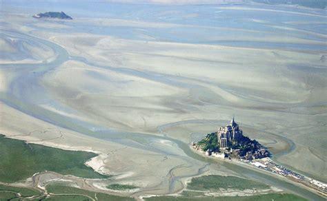 la baie du mont michel tourisme histoire et nature pariscityvision