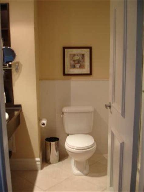 aller au toilette rapidement je parle fran 231 ais est ce que je peux aller au toilette s il vous plait