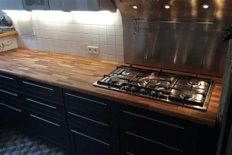 salon cuisine americaine rénovation de cuisine avec plan de travail en chêne par gérard