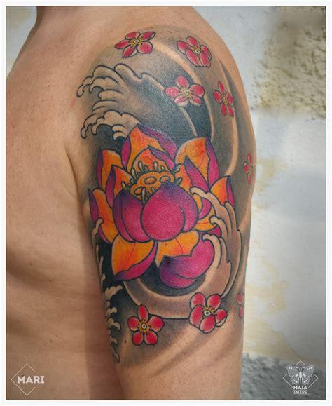 tatuaggi con fiori di loto maia tatuaggio in stile giapponese su braccio con
