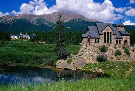 Group Of Colorado Mountain Homes Wallpaper