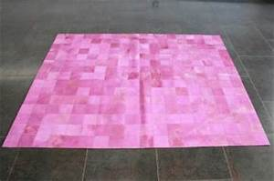 Tapis Rose Fushia : cool tapis patchwork en peau de vache teinte rose with tapis rose fushia ~ Teatrodelosmanantiales.com Idées de Décoration