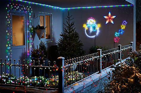 hang outdoor christmas lights rain city solar power