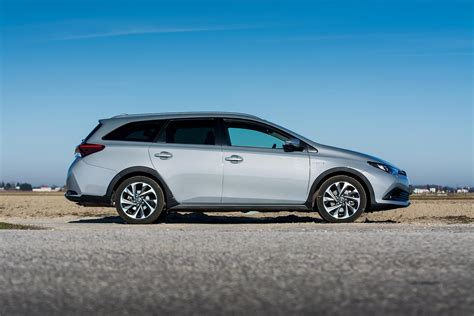 Toyota Auris Touring Sports Hybrid 1 by Express