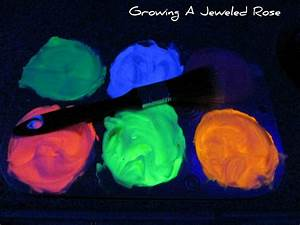 Glowing Homemad... Glow In The Dark Paint