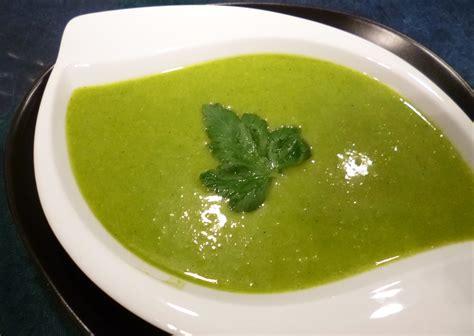 cuisiner les verts de poireaux soupe poireaux pommes de terre la recette facile par