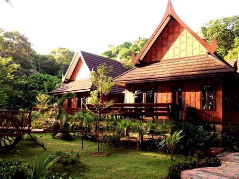Book Paradise Pearl Bungalows, Ko Phi Phi, Thailand