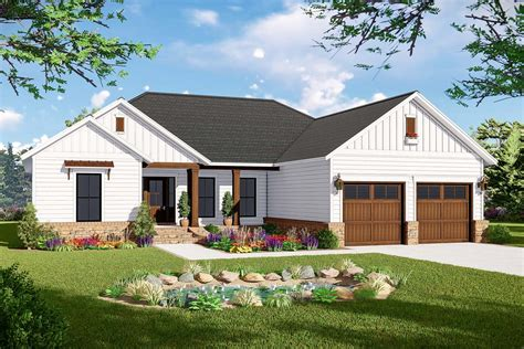 american ranch home plan  split bed layout mm architectural designs house plans