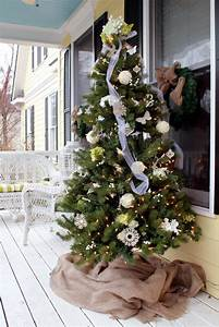 Adorable, Ways, To, Decorate, An, Outdoor, Christmas, Tree