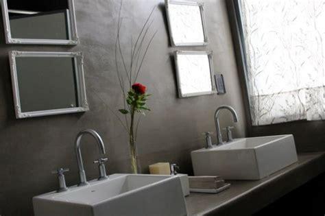 bano de lujo revestido  cemento alisado casa web