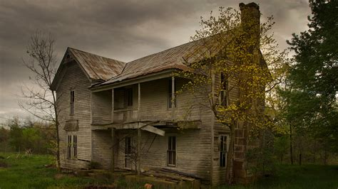 Photographer captures 'Hauntingly Beautiful' abandoned ...