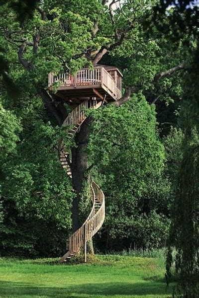 For those who are still a kid at heart, would you go so far as to make your. Kelly Osbourne - Treehouse | Tree house designs, Cool tree ...