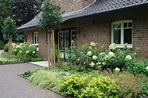 Haus Im Landhausstil : vorgarten im landhausstil 2 pflanz konzept ~ Markanthonyermac.com Haus und Dekorationen