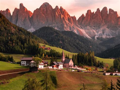 Download wallpaper 1600x1200 mountains, buildings, village ...