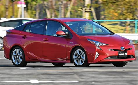 2016 Toyota Prius Improves On Style, Handling And Fuel