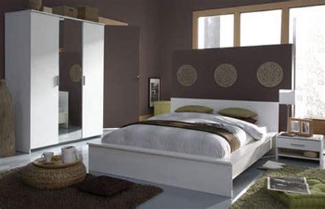 idee decoration chambre chambre adulte grise et jaune