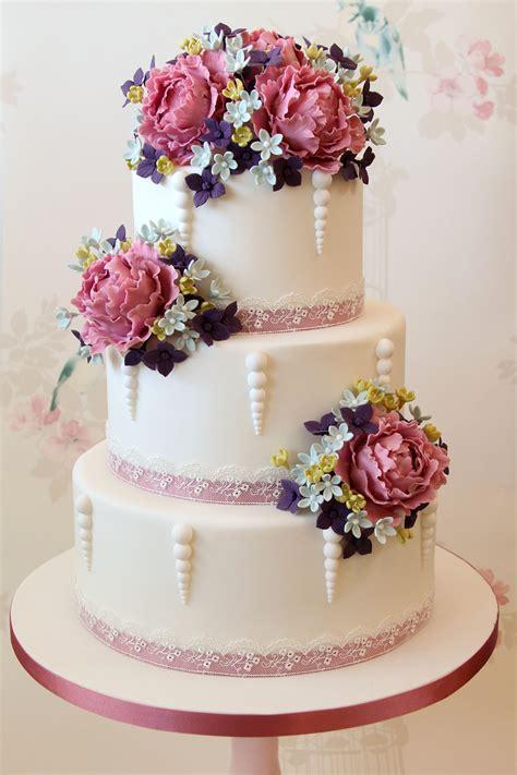 wedding trend wedding cakes  natural flowers