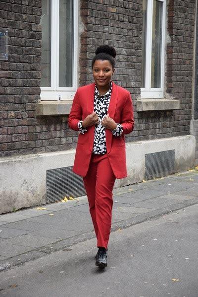 tenue de bureau femme porter un tailleur pantalon au bureau deadlines