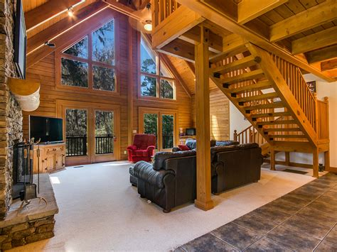 Rustic And Luxurious Log Cabin Homes In