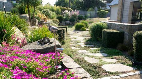 allee de jardin nos conseils pour la realiser cote maison