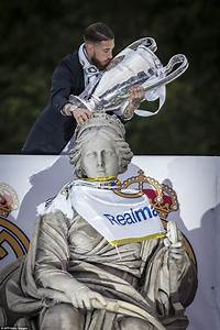 Real Madrid parade European Cup on open-top bus tour after ...
