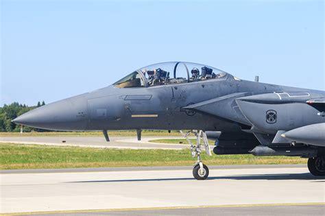 ASV Gaisa spēki pielāgo savus iznīcinātājus sievietēm | Sargs.lv