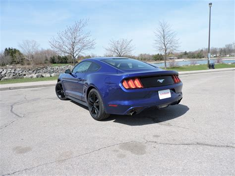 Ford Mustang Ecoboost Mpg by 2015 Ford Mustang V6 Vs Ford Mustang Ecoboost Autoguide