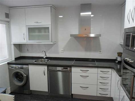 cocina blanca encimera negra imagenes decoracion madera