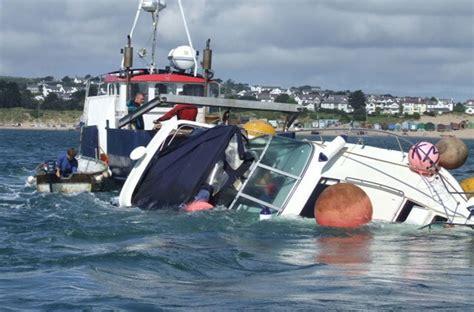 Nassau Lake Boat Launch by тревожный чемоданчик яхта шкипер