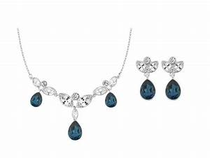 bijoux wish With robe fourreau combiné avec pendentif fleur swarovski