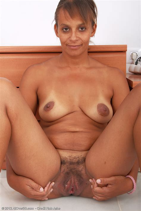 hot older Women 36 Year Old Christine From jamaica In High Quality Outside