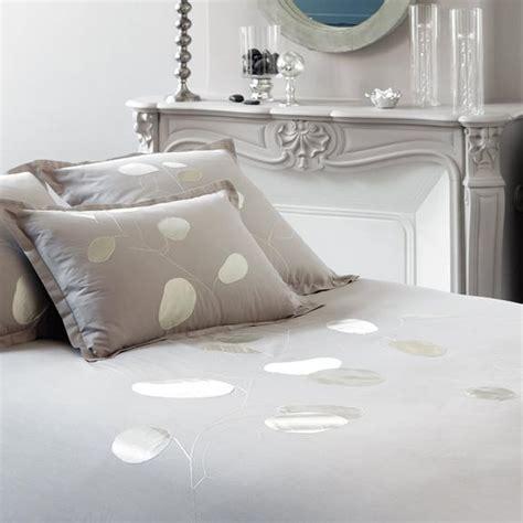 linge de maison la collection cosy de carr 233 blanc linge de lit carr 233 blanc monnaie du pape