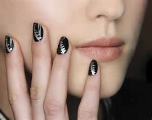 deco ongle noir et blanc the new nail trends you need to about for fall stylecaster