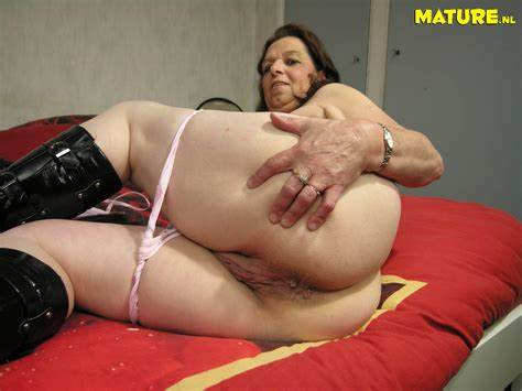 Here We Having A Enjoyment Kat Pigtails Oldie In Shoes Uncrossing Her Cooch And Dildo