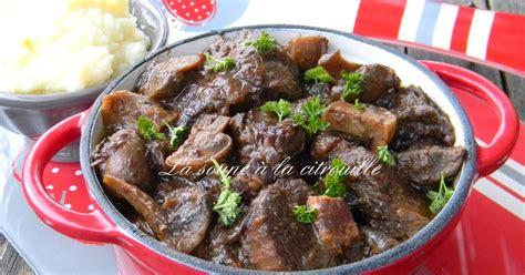 cuisiner le sanglier en daube la soupe à la citrouille daube de sanglier aux pruneaux