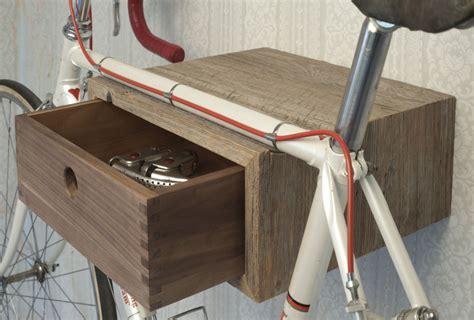 wandhalterung fahrrad holz fahrrad wandhalterung aus holz f 252 r ihre wohnung