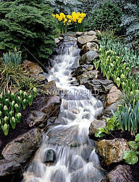 Wasserfall Im Garten  Nowaday Garden