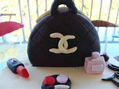gateau d anniversaire en pate a sucre g 226 teau en p 226 te 224 sucre d anniversaire sac 224 chanel et ses accessoires mysweetshop