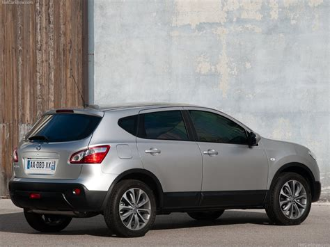 nissan qashqai crossover review  pictures prices