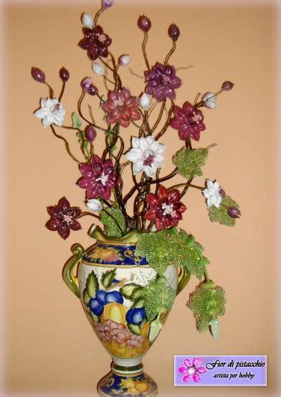 Ricoprite con il muschio gli spazi di inserite i fiori lungo tutto il festone. Arredamento Casa - Decorazioni vasi con fiori fatti a mano   Fior di pistacchio