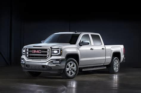 gmc sierra   ram  compare trucks
