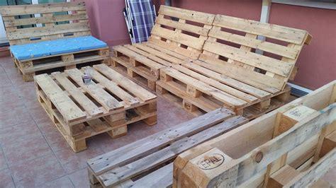 canapé palette bois canapé chaise banc un meuble en palette pour tous