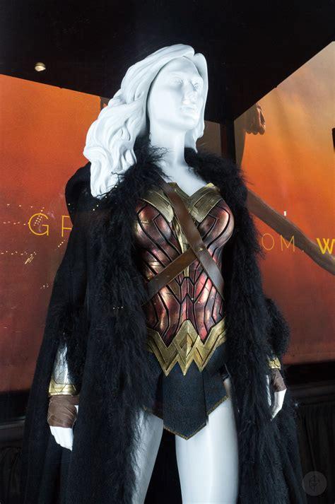 york comic    woman costume