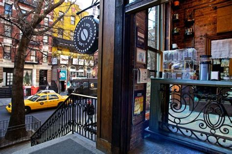 The most common coffee shop design material is porcelain & ceramic. The best coffee shops interior design in Manhattan