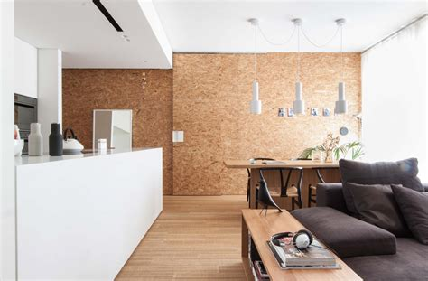 White and wood in two Minimalist Italian home interiors